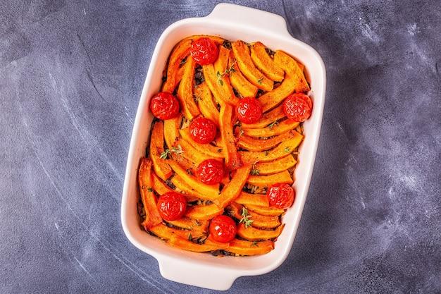 Caçarola de abóbora com carne, arroz, tomate
