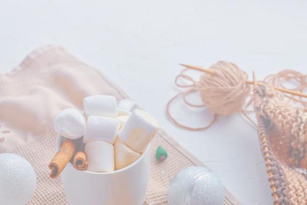 Cacau, com, marshmallows, decorações natal, miniatura, xmas, árvore, e, echarpe
