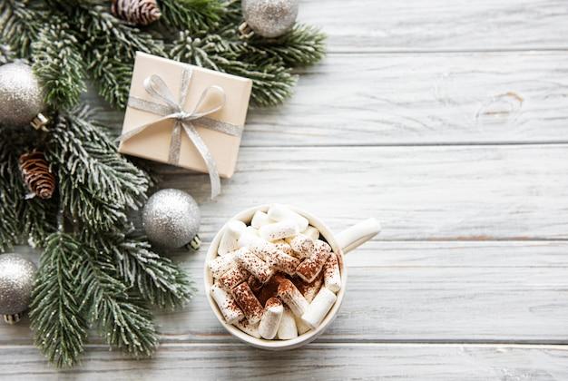 Cacau quente e decorações de natal