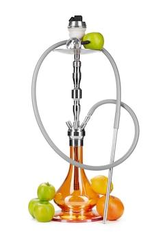 Cachimbo de água com frutas isoladas