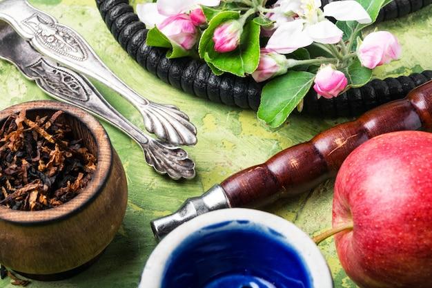 Cachimbo de água com tabaco de maçã
