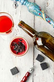 Cachimbo de água e vinho