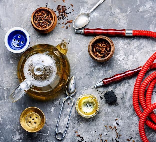 Cachimbo de água moderno com chá