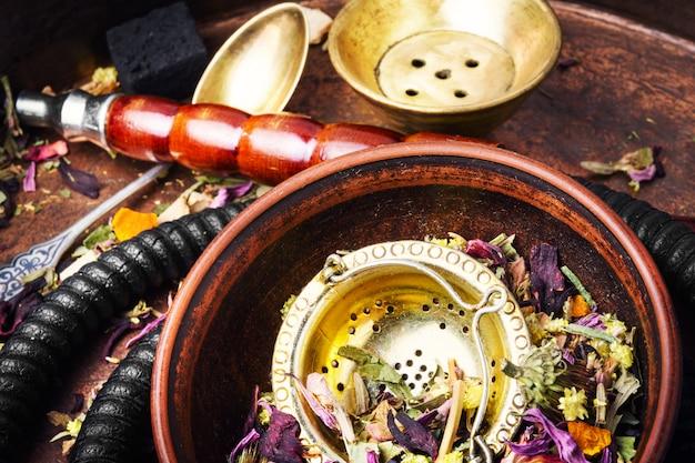Cachimbo de tabaco de tabaco asiático com aroma de chá floral