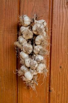 Cacho de alho: o alho estava pronto para ser usado em um grupo de cacho.