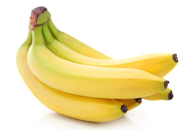 Cacho de frutas maduras banana isolado