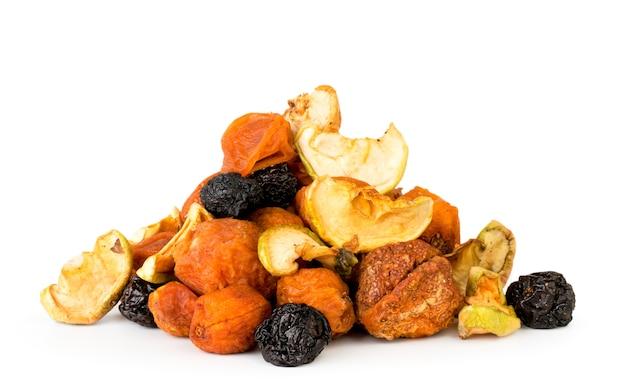 Cacho de frutas secas isolado isolado