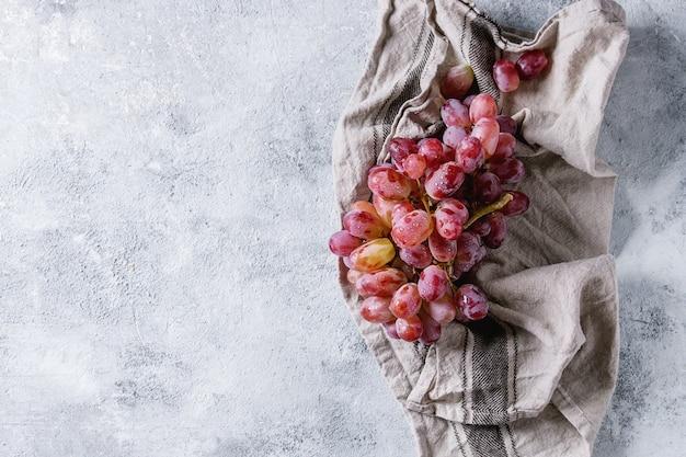 Cacho de uvas vermelhas