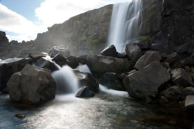 Cachoeira, cascading, cima, pedregulhos, em, um, rio