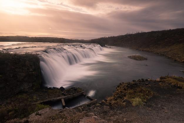 Cachoeira de faxafoss no sul da islândia.