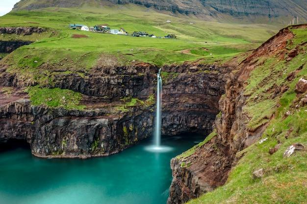 Cachoeira de gasadalur em faroe