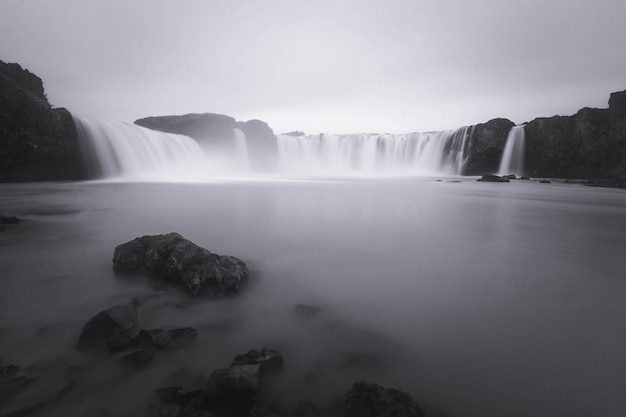 Cachoeira de godafoss no norte da islândia.