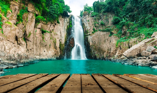 Cachoeira de haew narok (abismo do inferno), parque nacional de kao yai, tailândia