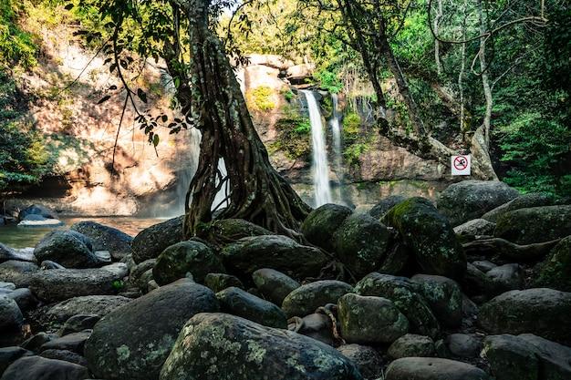 Cachoeira de haew suwat parque nacional de khao yai