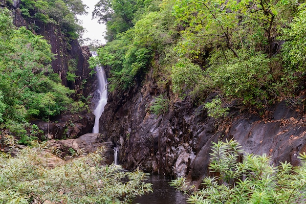Cachoeira de klong plu, ilha de koh chang,