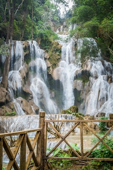 Cachoeira de kuang si, cachoeira perto de luang prabang, laos.