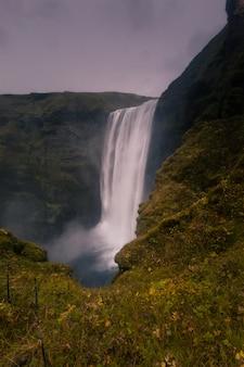 Cachoeira de skógafoss no sul da islândia.