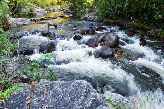 Cachoeira de wang kwaai (khway) peuak em omkoi