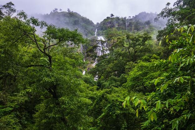Cachoeira do pi-tu-gro, cachoeira bonita na província de tak, tailândia.