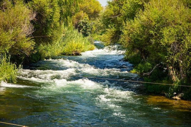 Cachoeira do rio de duden em antalya, turquia
