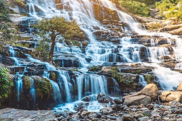 Cachoeira mae ya doi inthanon, chiang mai tailândia