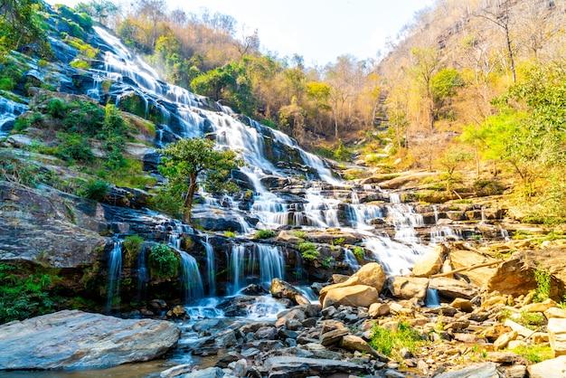Cachoeira mae ya em chiang mai, tailândia