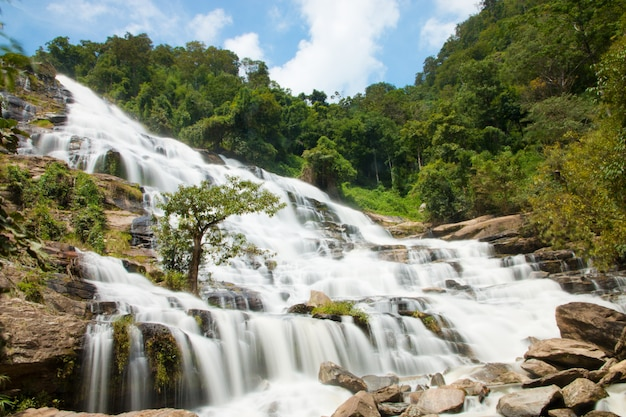 Cachoeira mae ya em chiangmai, tailândia - bela cena.