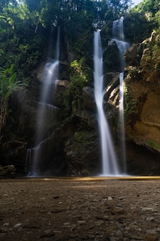 Cachoeira mork fah, chiang mai tailândia.