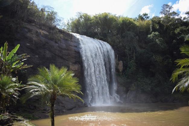 Cachoeira na cidade de lagoina.