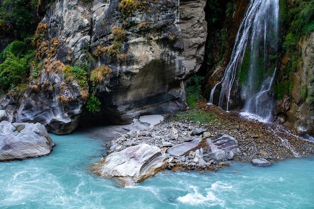 Cachoeira no circuito de annapurna trekking, nepal, foto da paisagem