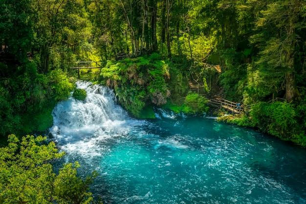 Cachoeira ojos del caburgua pucon araucania chile patagônia chilena
