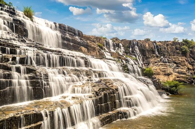 Cachoeira pongour perto da cidade de dalat