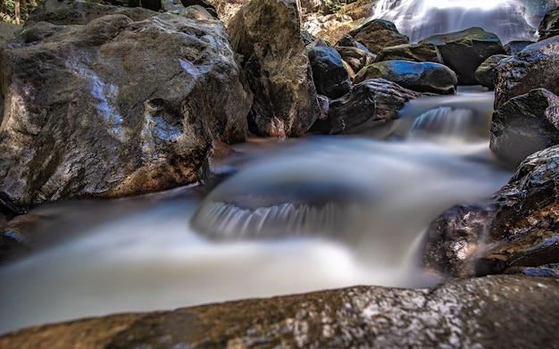 Cachoeira rock cliff