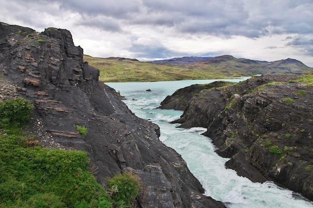 Cachoeira salto grande no parque nacional torres del paine patagonia