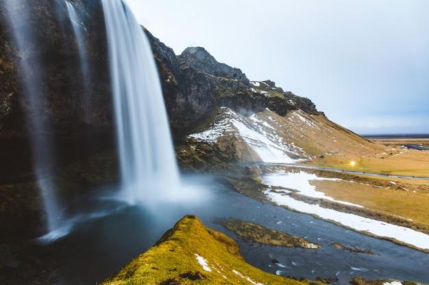Cachoeira seljalandsfoss na islândia, longa exposição