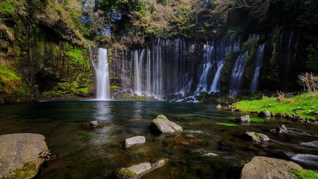 Cachoeira shiraito em fujinomiya, shizuoka, japão