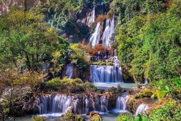 Cachoeira thi lo su (tee lor su) na província de tak