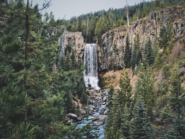 Cachoeira tumalo falls em oregon, eua
