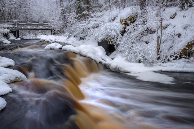 Cachoeira yukankoski pontes brancas rio kulismayoki rússia carélia
