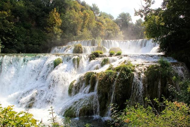Cachoeiras de krka no parque nacional de krka, croácia