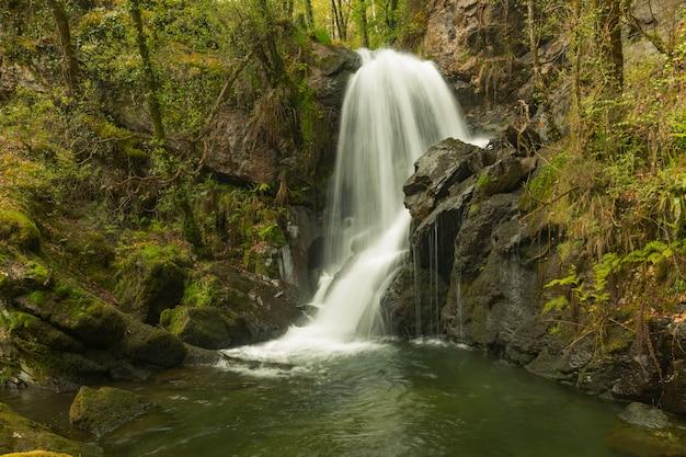 Cachoeiras do rio mendo, conhecidas como cachoeiras de rexedoira