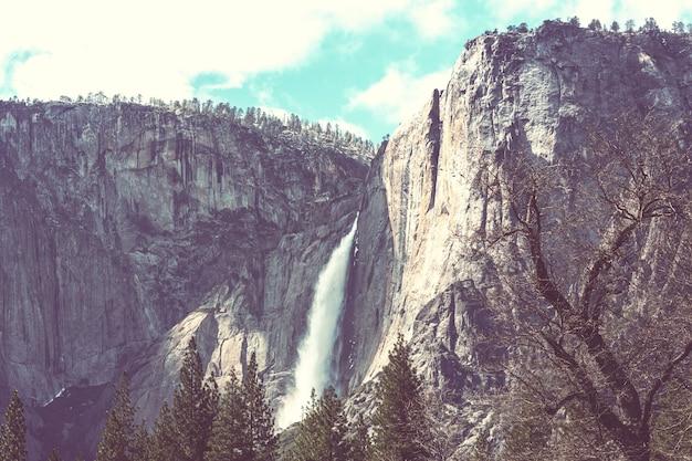 Cachoeiras no parque nacional de yosemite, califórnia