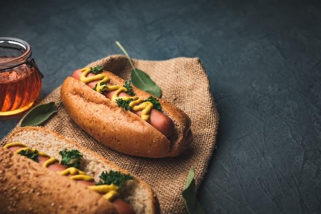 Cachorro-quente com legumes