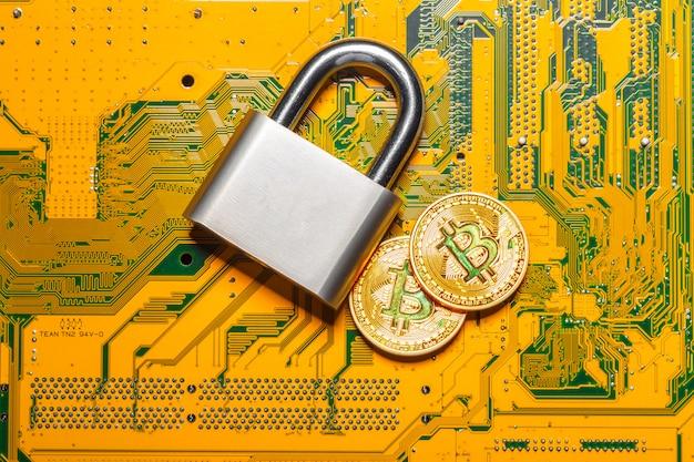 Cadeado e bitcoin de ouro