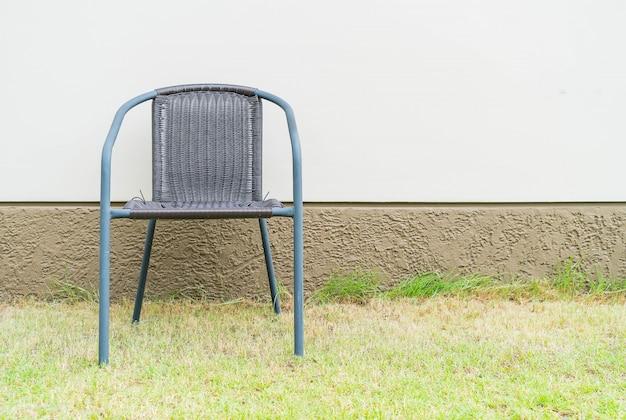 Cadeira com parede vazia
