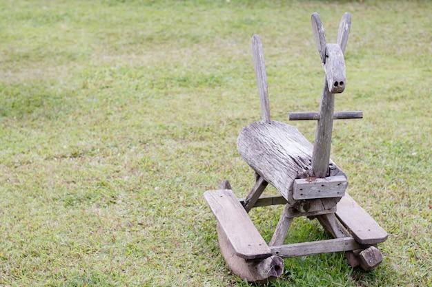 Cadeira de balanço animal para crianças no parque