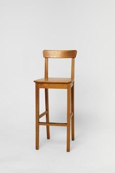 Cadeira de bar alta de madeira com encosto