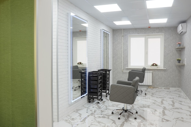 Cadeira de barbeiro e espelhos em um salão de beleza de elite, interior de escritório de cosmetologista