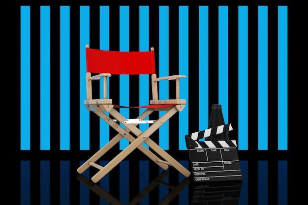 Cadeira de diretor vermelha, filme de claquete e megafone na frente de fundo preto de luzes descascadas. renderização 3d