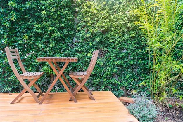 Cadeira de madeira vazia